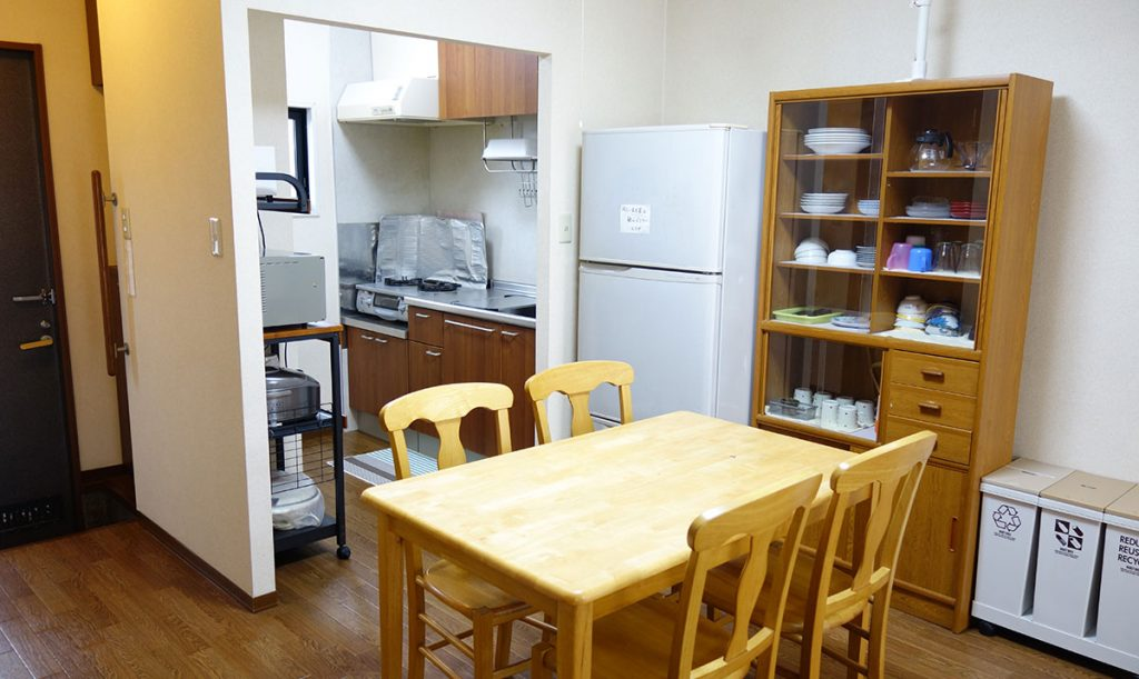 食器・家電充実のキッチン